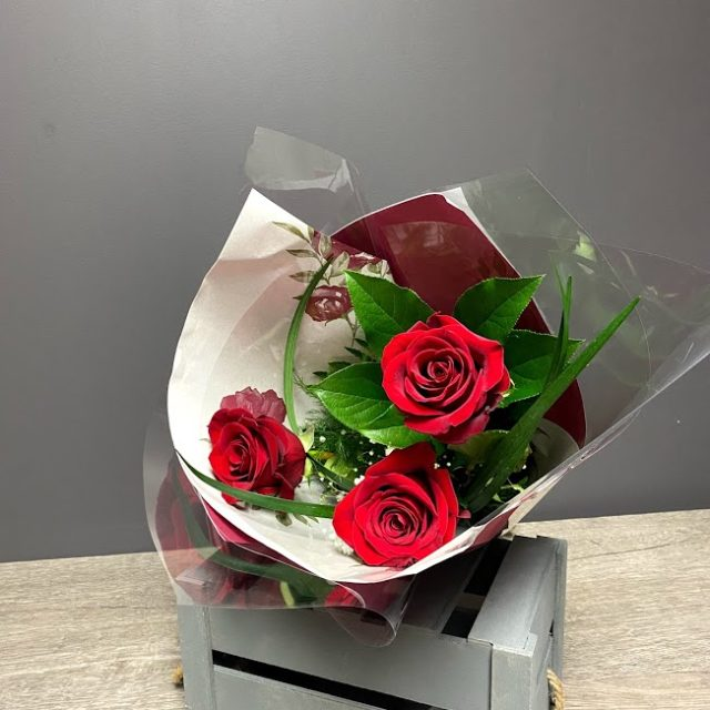 3 roses rouges