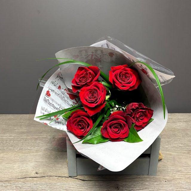6 roses rouges pour dire Je t'aime!